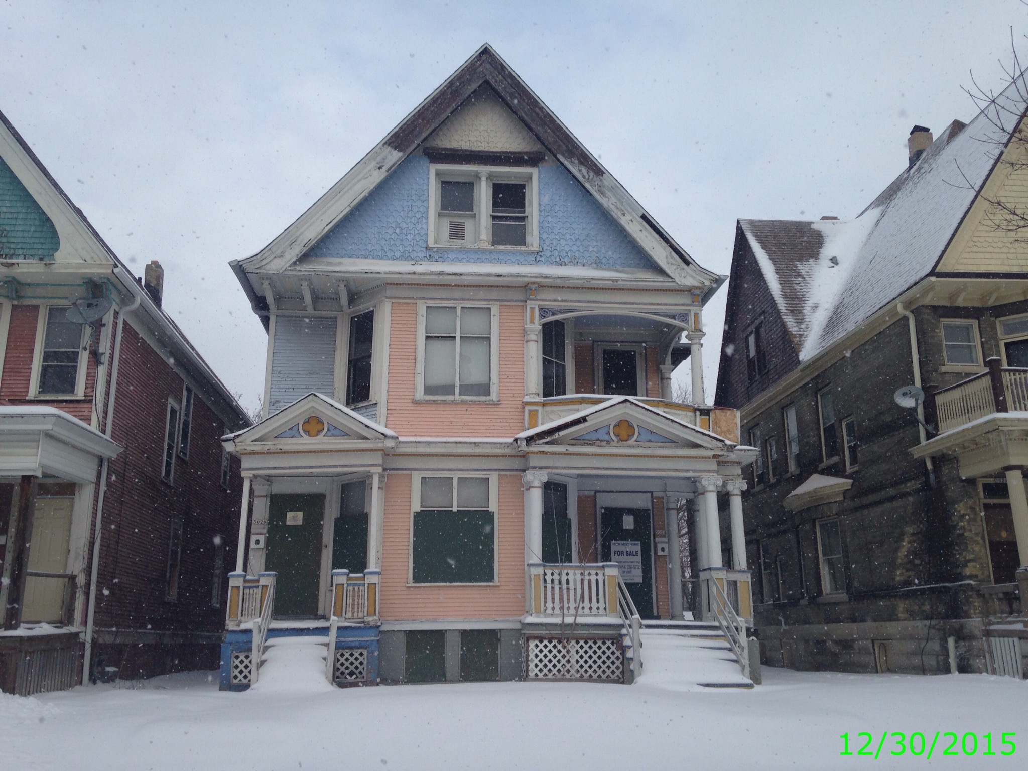 Come See This Grand Queen Anne Duplex Originally Designed By George Ehlers Milwaukee Historic Home Is Massive At 3264 Square Feet